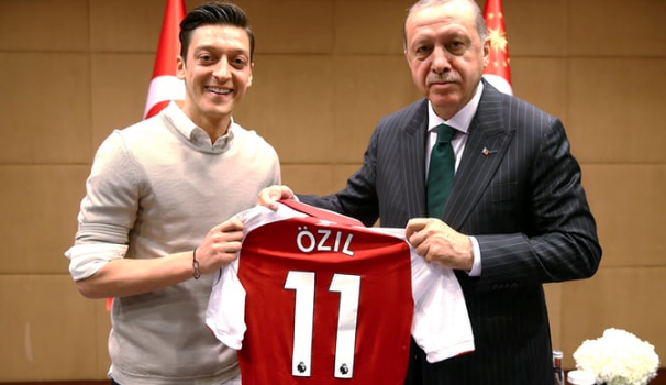Ozil defends picture with Erdogan