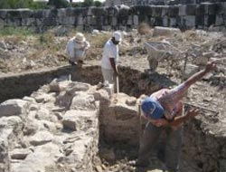 Archeologists unearth ancient village in Arizona