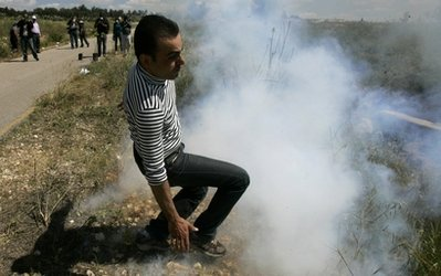 Israel teargases scores of W. Bank Palestinians