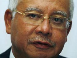 Malaysia PM won't meet MH370 families during China visit