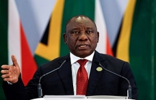South Africa to relax visa policy to attract tourists