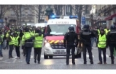 30 people wounded in Yellow Vest protests in Paris