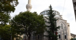 Huge queues formed in front of the Tokyo's mosque