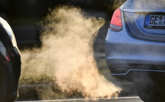 Germany counts on carmakers and drivers to diffuse diesel fumes