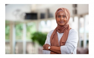 Sweden's first MP in a hijab challenges swing to the right