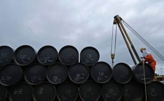 Oil gains with weak dollar, US-China trade truce