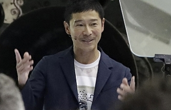 1st Moon tourist is a Japanese billionaire