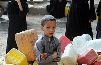 Yemeni children starve as prices soar