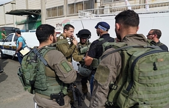Israeli army shoots, arrests Gazan near security fence
