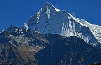 Snowstorm kills nine climbers on Nepal peak