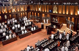 Sri Lanka parliament demands sacked PM is restored