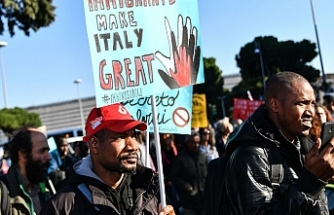 Thousands protest in Rome over Italy's 'anti-migrant' decree