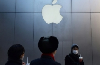 Apple phones still sold in China despite ban
