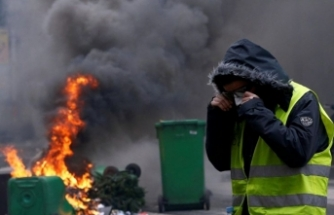 France 'yellow vest' protests: Timeline of unrest