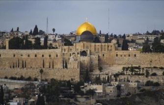 Jerusalem's Dome of the Rock shut over 'Jewish cap'