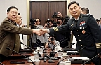 Two Koreas sign military agreement on reducing tensions