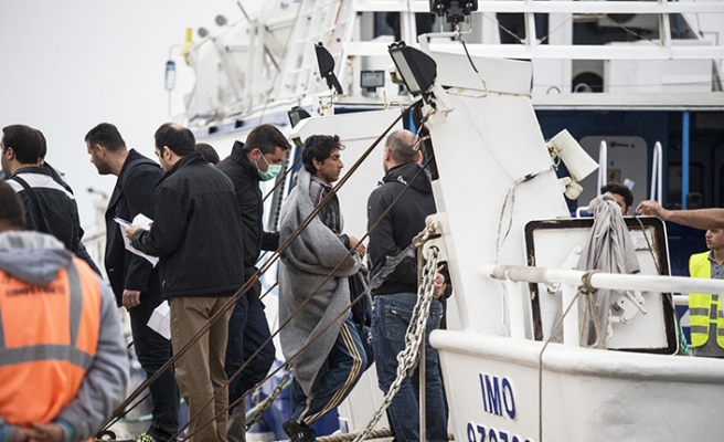 French authorities pick up eight migrants