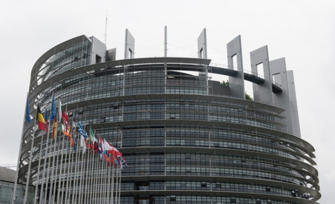 First-time asylum applicants to EU increase by 4 pct