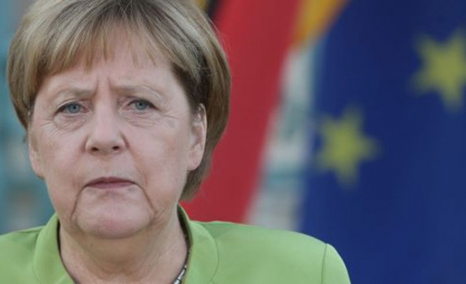 Merkel hails adoption of UN migration pact