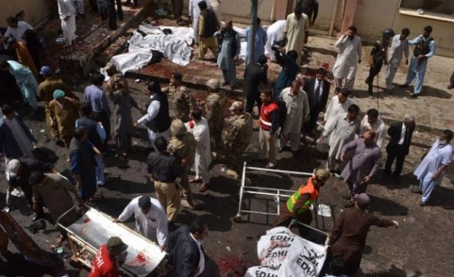Bombing kills 30 in northwest Pakistan