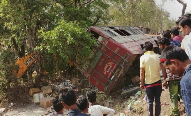 13 killed as bus falls down gorge in Indian Kashmir