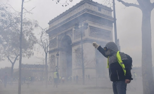Protest clashes erupt in Paris as anti-Macron rallies return