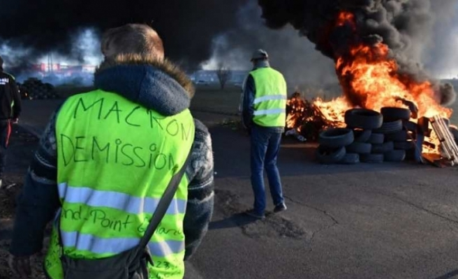 'Yellow vest' protester dies in France