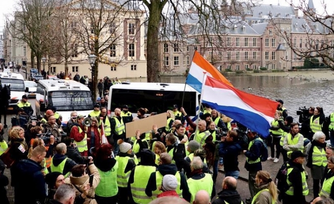 'Yellow vest' protests spread to Netherlands
