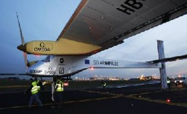 Solar plane completes second leg of cross-country flight