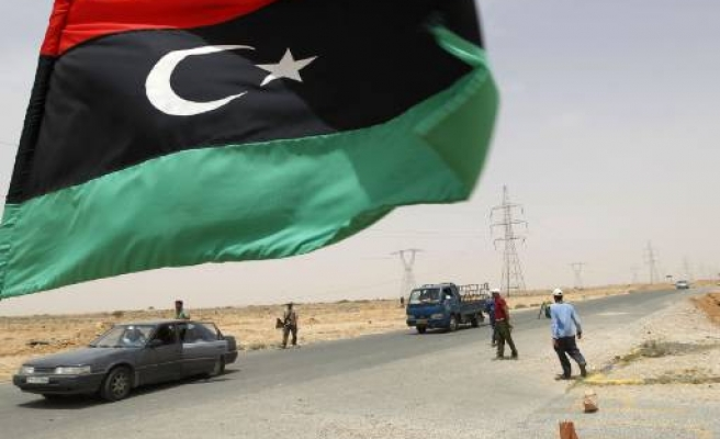 Libya rebels launch offensive on strategic town