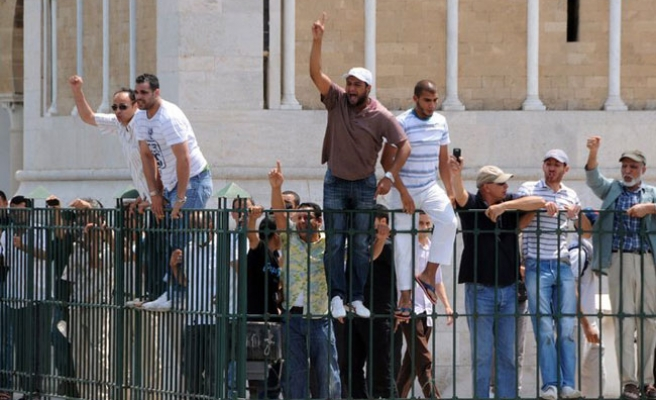 Tunisia police use tear gas to disperse protest