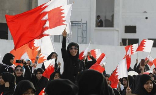 Bahrain king approves reforms, opposition rejects