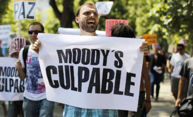Moody's places Spain on negative review
