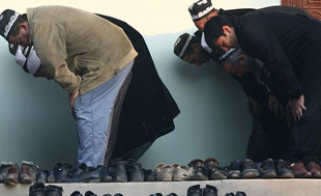Tajikistan bans Muslim youths from praying in mosques