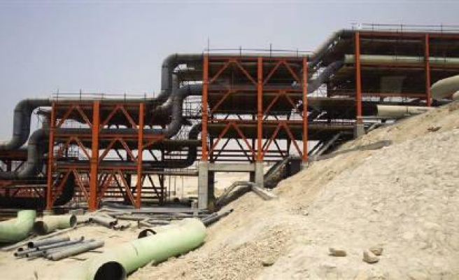 Blast hits Iranian pipeline, oil output not affected