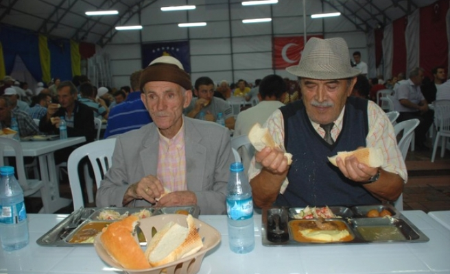 Iftar tents set up by Turkish foundations in Kosovo