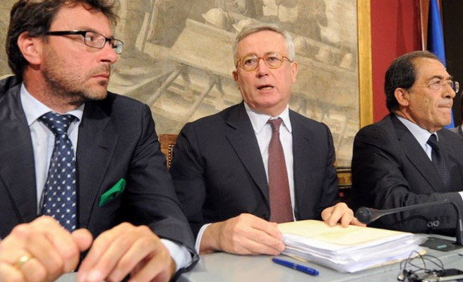 Italy to cut deficit by 45 bln euros by 2013