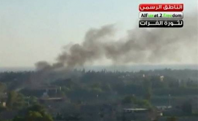 Syrian forces fire at protesters in Deir al-Zor