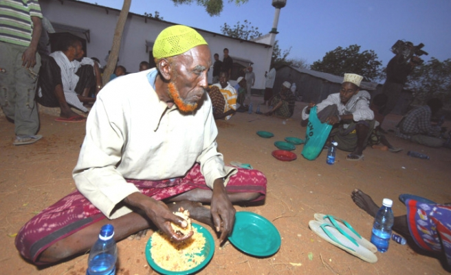 Muslims in Kenyan-Somali camps fast despite bad conditions