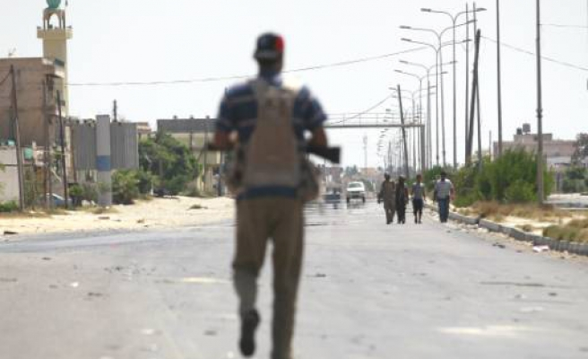 Rebels say Gaddafi troops 'abandon towns' in west