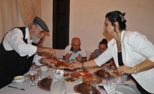 Members of different religions in Hatay at the same table for Ramadan