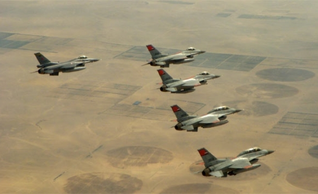 Australia says jets to help with air strikes against ISIL