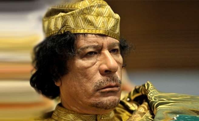 Gaddafi loyalists defend compound with tanks: Rebels