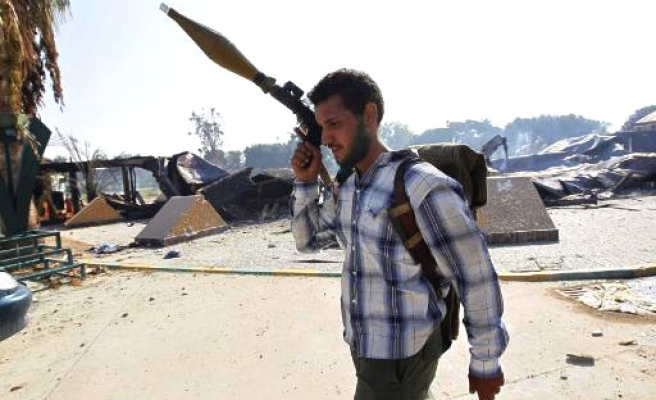 Libya rebels try to root out Gaddafi men