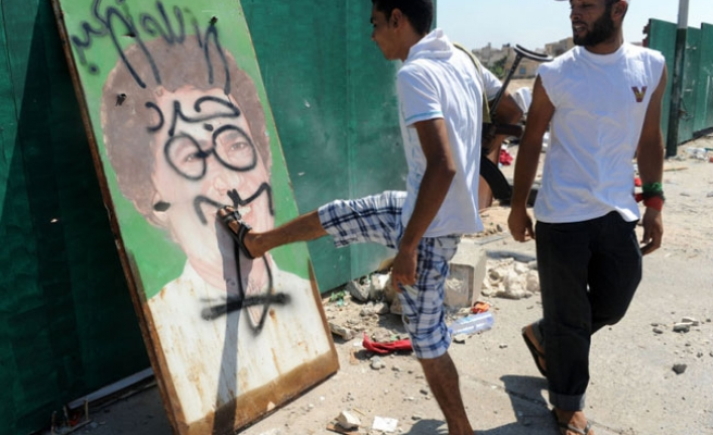 Traces of Gaddafi in Benghazi being erased