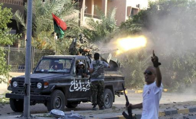 Gaddafi forces use 'scare tactics' in Sirte-rebels