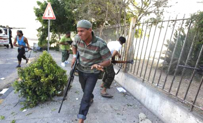 Rebels send in special forces to capture Gaddafi
