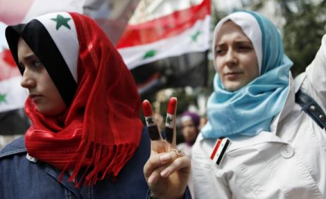 Syrian forces fire at Friday prayers protests