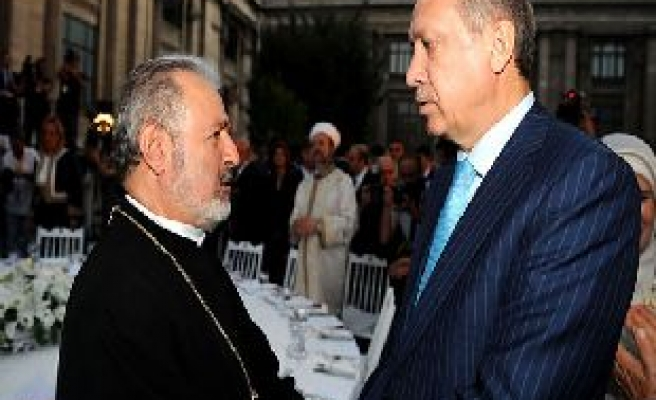 Turkish PM attends iftar hosted by community foundations