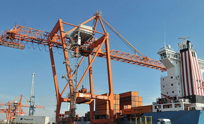 Turkey's foreign trade deficit dips in October